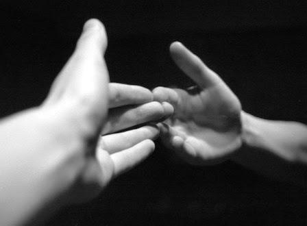 Michel blogue avec Jean Martial  Mbena/Sujet/Définis-moi d'abord qui est Dieu/ Mains